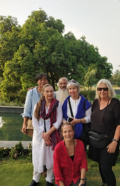 In front of Osho Tree, Bhanwartal Park of Jabalpur - 20181021 (from Sumito)